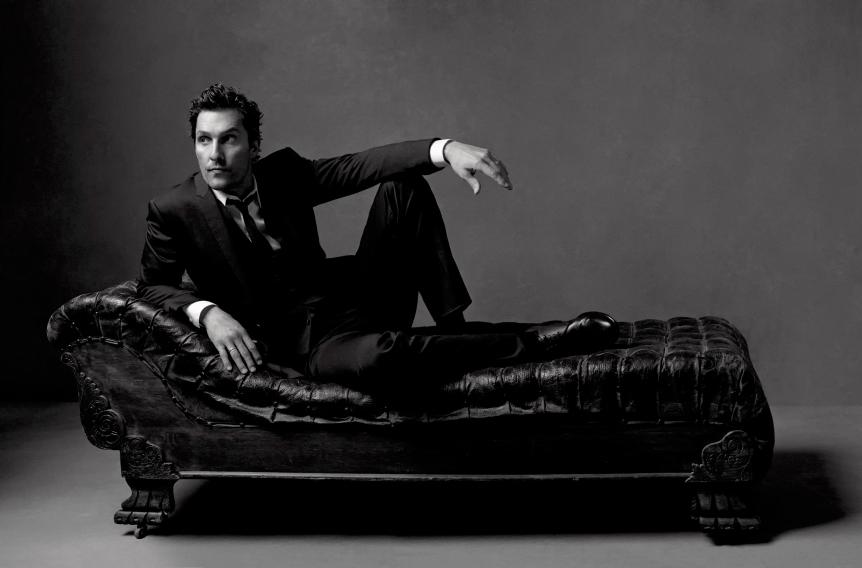 Matthew-McConaughey-Sitting-On-Dewan-HD-Wallpapers