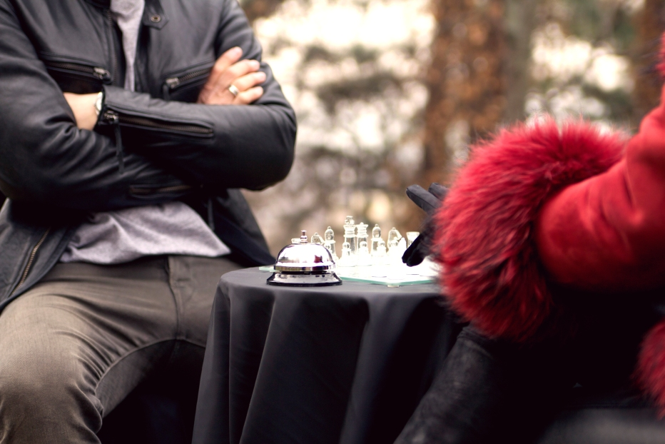 SplitShire_Playing_Chess